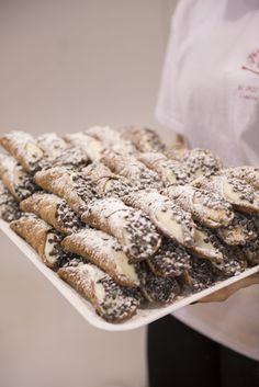 Come resistere alle bontà siciliane? #ricotta #cannoli #handmade