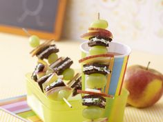 Bunte Brotspieße - smarter - Kalorien: 150 Kcal - Zeit: 20 Min. | eatsmarter.de