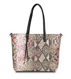 Non vi piace passare inosservate?Shopping bag stampa rettile con spruzzi di colore è la scelta adatta per la stagione Autunno Inverno. By Caleidos #bag #borse #fw2015-16