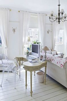 Cottage ● Living Room/Office