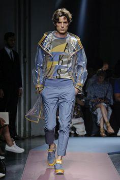 MMU S/S 2015 – Daks See all fashion show at: http://www.bookmoda.com/?p=16862 #summer #SS #catwalk #fashionshow #menswear #man #fashion #style #look #collection #milan #fashionweek #daks @dakslondon