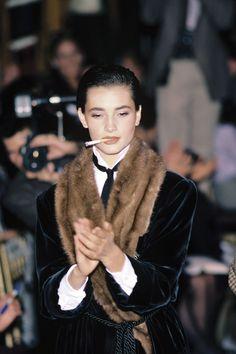 Défilé Ralph Lauren automne-hiver 1984-1985 http://www.vogue.fr/mode/inspirations/diaporama/belles-en-smoking/4685/image/374632#defile-ralph-lauren-automne-hiver-1984-1985