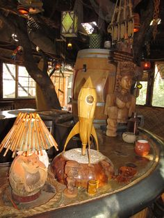 Readers upload photos of their tiki bar decor at home. From vintage Witco to atomic tiki style, there are some great designs here. Tiki Hawaii, Tiki Head, Tiki Bar Decor, Tiki Lounge, Bar Scene, Vintage Tiki, Tiki Tiki, Tiki Party, Tiki Torches