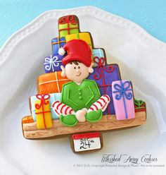 CookieCrazie: More Homespun Tree Cutter Cookies love this fellow! Christmas Tree Cookies, Iced Cookies, Cute Cookies, Christmas Sweets, Christmas Goodies, Holiday Cookies, Cupcake Cookies, Christmas Baking, Christmas Elf