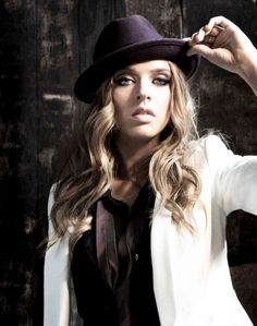 """ZZ Ward- She's bae. Her new album """"This Means War"""" is available for Pre-Order on iTunes! Can't wait!!!"""