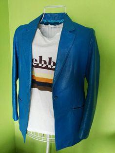 Mira este artículo en mi tienda de Etsy: https://www.etsy.com/listing/270226738/electric-blue-leather-stylish-blazer-for