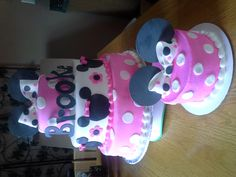 Mini mouse cake with matching smash cake