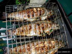 Mici de casa reteta de mititei pufosi - pasta de mici | Savori Urbane Pork, Meat, Chicken, David, Crafts, Pork Roulade, Manualidades, Pigs, Craft