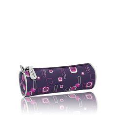 Oriflame Beauty Nail Grooming Kit. Set de Manicura Oriflame Beauty  (Oriflame).  • Contiene tijeras, lima de uñas, pulidor y retira-cutículas. • Diseño en tono morado con estampado geométrico. Código: 15885. Estado de existencias: No disponible. 11,00 €