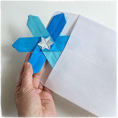 Seven Flat Origami Figures to Send via Snail Mail Easy Origami Heart, Origami Bow, Origami Stars, Origami Flowers, Origami Easy, Paper Folding Art, Origami Models, Modular Origami, Black Paper