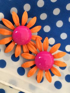 Vintage clip on earrings, funky fuchsia & orange daisys, Happy Spring! costume jewelry, vintage earrings, flower earrings, clip on earrings by TwoSwansSwimming on Etsy