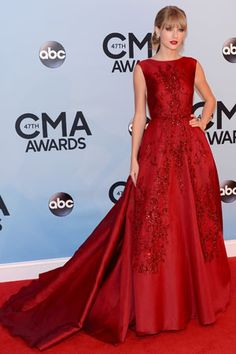 Taylor Swift at the 2013 CMAs in Elie Saab