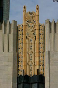 Art deco pattern over windows of Boston Avenue Methodist Church. Tulsa, OK Art Deco-Muster über Fenstern der Boston Avenue Methodist Church. Tulsa, OK New Architecture, Art Nouveau Architecture, Beautiful Architecture, Beautiful Buildings, Architecture Details, Art Deco Furniture, Garage Furniture, Farmhouse Furniture, Ikea Furniture