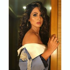 Celeb fashion: Hina Khan flaunts her sexy avatar in this new photoshoot. Indian Tv Actress, Indian Actresses, Bollywood Celebrities, Bollywood Actress, Heena Khan, Indian Wedding Hairstyles, Stylish Girls Photos, Stylish Boys, Most Beautiful Indian Actress