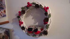 Talvinen kranssi Grapevine Wreath, Grape Vines, Wreaths, Home Decor, Decoration Home, Door Wreaths, Room Decor, Vineyard Vines, Deco Mesh Wreaths
