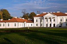 Pałac Ogińskich w Siedlcach Jednym z najpiękniejszych zabytków Siedlec jest klasycystyczny pałac Ogińskich, obecnie administrowany przez Akademię Podlaską. Stoi on w parku miejskim, kiedyś jednym z najpiękniejszych ogrodów romantycznych w Polsce. Architekt Szymon Bogumił Zug, który nadawał oblicze ogrodowi w latach 1776–1781, porozmieszczał w jego zakątkach liczne, w większości nieistniejące już, budowle parkowe.