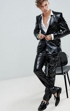 Buy ASOS DESIGN skinny suit in black pvc at ASOS. Get the latest trends with ASOS now. Mens Leather Pants, Tight Leather Pants, Latex Men, Latex Suit, Fashion Moda, Mens Fashion, Costume Slim, Mens Crop Top, Tight Suit
