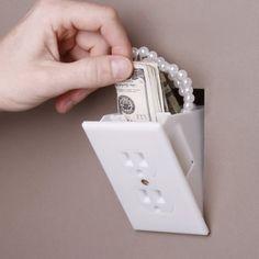 5 ideias para criar compartimentos secretos e esconder pertences StrangeorWhat Power Outlet Safe1