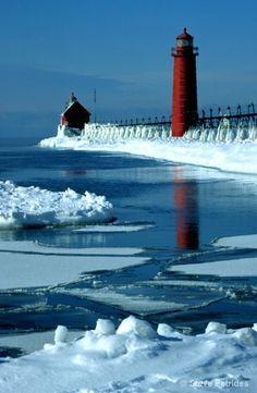 Grand Haven Light -- Winter - Photograph at BetterPhoto.com
