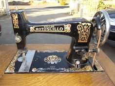 Rollos Rotoscillo...made by the USA Free sewing machine company c1920. Isn't it delicious? Another auction find. Something so wonderful about that Rotoscillo movement - that makes four so far which have adopted us! They are all badged differently as well.