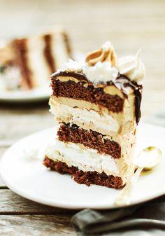 Torcik czekoladowo bezowy-tort urodzinowy-przepis-blog kulinarny-codojedzenia.pl Tiramisu, Cake Recipes, Cheesecake, Chocolate, Baking, Ethnic Recipes, Blog, Layer Cakes, Food Cakes