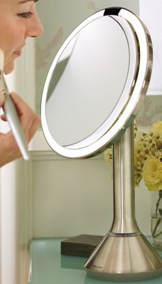 Finally, a mirror that mimics natural daylight for unparalleled color correctness, brightness, and clarity.