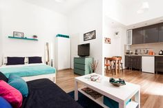 Wohnung in Budapest, Ungarn. Discover the city from the place where you feel like home. Meet the local people in the busy nightlife in this location. Hundreds of bar, coffee shops and ruin pubs waiting to visit in the neighborhood. Hot points are walking distance!  The space ...