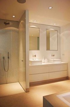 bad Tips for lighting walk-in showers and shower cubicles Bathroom Toilets, Laundry In Bathroom, Basement Bathroom, Bathroom Interior, Small Bathroom, Master Bathroom, Neutral Bathroom, White Bathroom, Kitchen Interior