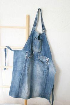 Upcycled jeans apron- I like the way it's designed!