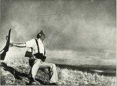 Mort d'un soldat républicain de Robert Capa. Liens vers diverses ressources.