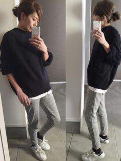 KORMARCHのニット・セーターを使ったsayakaのコーディネートです。WEARはモデル・俳優・ショップスタッフなどの着こなしをチェックできるファッションコーディネートサイトです。 Sport Fashion, Fashion Pants, Sneakers Fashion, Fashion Outfits, Womens Fashion, Spring Summer Fashion, Winter Fashion, Japan Fashion, Fall Winter Outfits