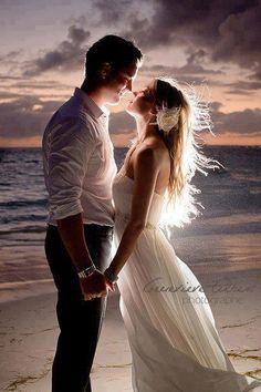 AMOR VERDADEIRO  O que seria da minha vida... Sem o seu amor! Tão feliz que sou... Ao seu lado! Se tudo o que eu desejo... Eu encontro em ti!  Na verdade sou um louco apaixonado... E agradeço! Obrigado meu Senhor! Hoje sei que a felicidade existe... E ela sempre esteve aqui!  É seu o meu coração... Enquanto ouvir ele bater! Não se assuste se um dia... Você não o ouvir... Ele não responder!  É porque com tanta alegria... Ele não resistiu, te deixei! Saiba que fui muito feliz... Enquanto amei…