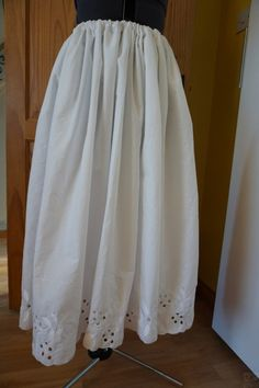 This is the beginning of the Polish folk costume on which it is currently working. Skirts and blouse made of cotton, finished off with embroidery. Folk Costume, Costumes, Skirts, Cotton, Dress Up Clothes, Fancy Dress, Skirt, Gowns