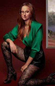 Mona in green Blouse - Elwira Blount Mona Friends, Mona Lisa Parody, Mona Lisa Smile, Classical Art, Green Blouse, Installation Art, Cool Pictures, Walls, Image