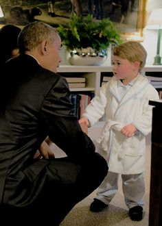 """enchantedbythecambridges: """" killiamkween: """" Prince George meeting Former U.S. President, Barack Obama ♡♡ """"Barack Obama had the audience in stitches as he joked about Prince George greeting him at Kensington Palace while wearing a dressing gown...."""