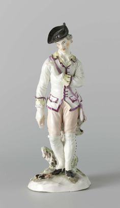 anoniem | Staande jager van porselein met weitas en steek op het hoofd, attributed to Johann Christoph Haselmeyer, 1765 - 1766 | Staande jager van porselein met weitas en steek op het hoofd, staande op een grondje met een brandend vuur, achter hem een boomstam waar hij aan vast zit. In de linkerhand houdt hij een bundel (nu afgebroken) en de rechterarm houdt hij omhoog geheven voor de borst. De hoed is zwart, het haar grijs, de ogen zwart, de wangen roze, de jas geel en paars, de broek roze…