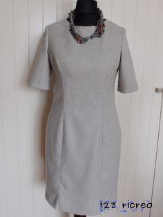 a35ea766b9cf Abito a  tubino con collana in fili di lana e perline -  123ricreo