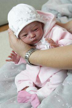 poupée réaliste, joli bébé reborn super réalistique