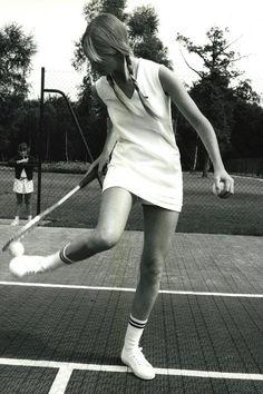 10 Vintage Pics that Prove Tennis is the Chicest Sport Ever - Lacoste Vintage Tennis Photos Tennis Skirts, Tennis Dress, Tennis Clothes, Nike Clothes, Tennis Fashion, Sport Fashion, Mode Tennis, Workout, Foto Sport