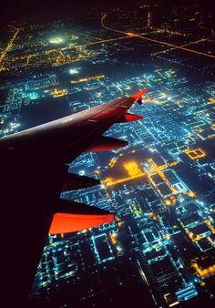 Fotografia Digital world de Wat Pimolkiat na Airplane Window, Airplane View, Airplane Photography, Air Travel, Travel Plane, City Lights, Belle Photo, Cool Photos, Aviation