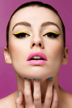 Never considered yellow eyeliner but this is darling!