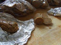 Édes kötelesség: Kolbászok hús nélkül ( 03. & 04. verziók ) Sausage, Keto, Vegan, Cookies, Chocolate, Food, Biscuits, Meal, Sausages