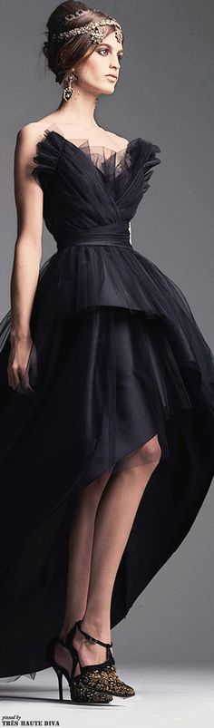 Alberta Ferretti Pre-Fall 2014 I love the bodice on this dress. It looks like wings...