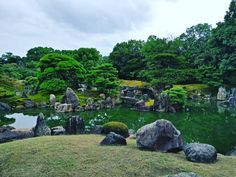 The pond of the Nijō Castle in Kyoto.