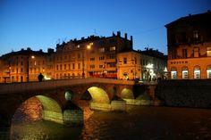 SARAJEVO (BÓSNIA E HERZEGOVINA): Sarajevo foi destruída durante a guerra entre…