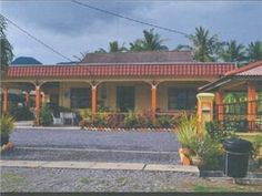 Padang Besar Homestay Felda Mata Air Malaysia, Asia Ideally located in the prime touristic area of Padang Besar, Homestay Felda Mata Air promises a relaxing and wonderful visit. The hotel offers a wide range of amenities and perks to ensure you have a great time. All the necessary facilities, including car park, tours, smoking area, are at hand. Comfortable guestrooms ensure a good night's sleep with some rooms featuring facilities such as fan, shared bathroom. Recuperate from...