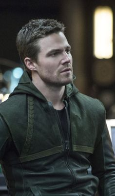 """Arrow - 2x19 - """"Seeing Red"""" - Stephen Amell as Oliver Queen/The Arrow"""