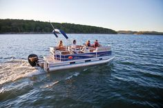 SUN TRACKER Boats : Signature Pontoons : 2012 PARTY BARGE 18 DLX Description I so want this boat.