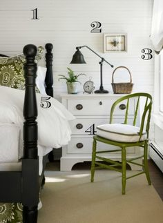 How to get a cottage look. Been thinking about a black bed for a long time.
