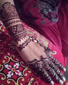 Did a lovely client her Engagement henna  #henna #hennatattoo #hennaart #hennaartist #engagement #engagementhenna #weddinghenna #wedding #mehndiartist #mehndi #mehndidesign #art #artwork #artist #tattoo #handtattoo #photography #photooftheday #thebest #hkig #dubai #hongkong #likeback likebackteam #like4like #likeforlike #tagsforlike #followme #alwayslikeback #feature by henna_mujahida